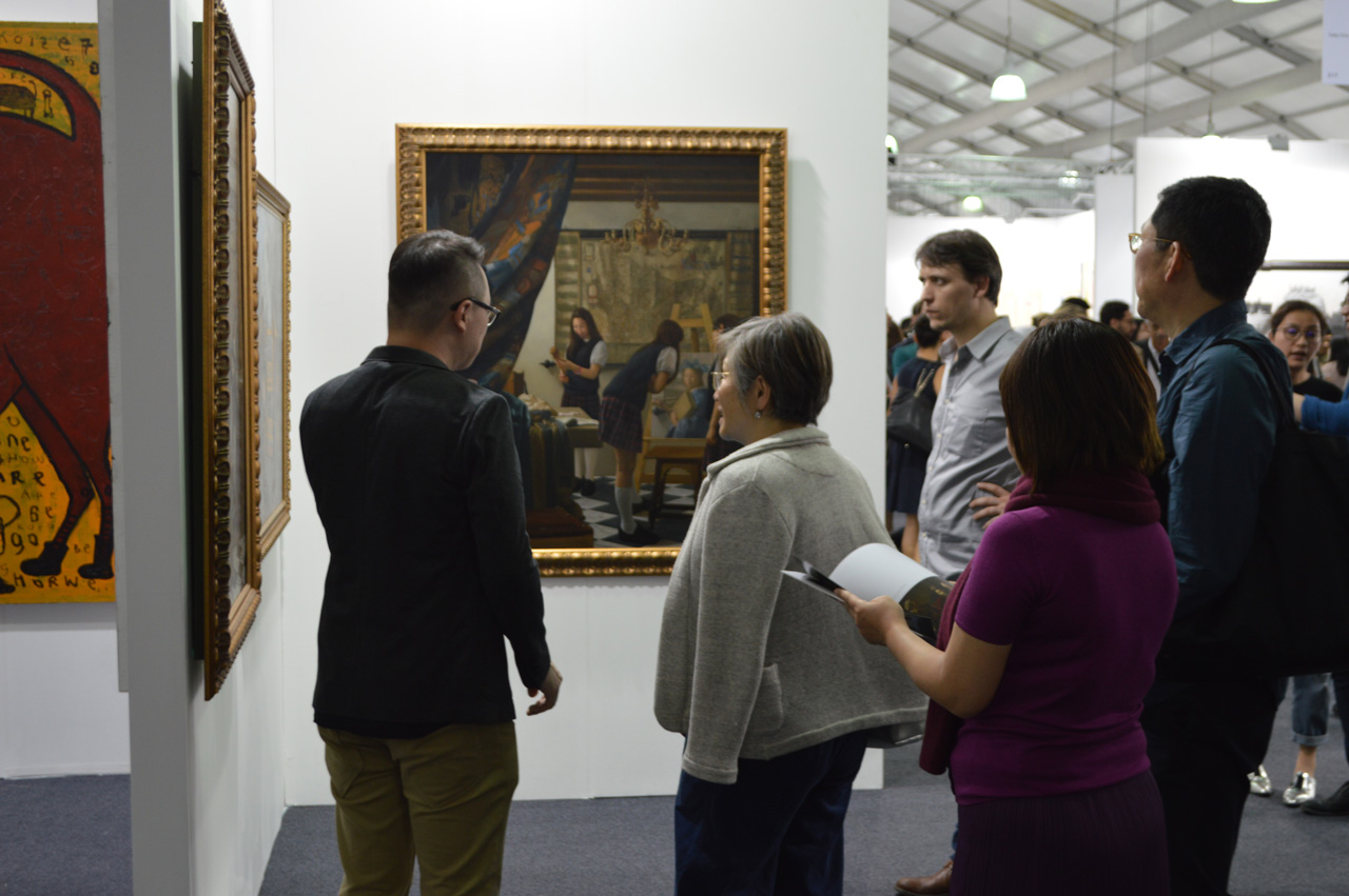 Lu Fang explaining his artworks to the audience